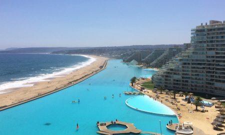 Najväčší bazén na svete je v Čile. Jeho rozmery sú megalomanské